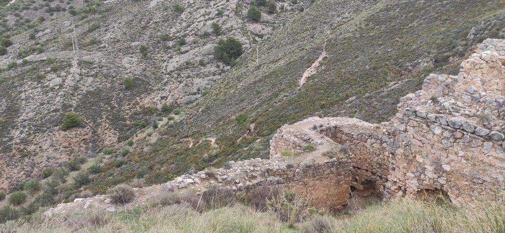 Panorámica desde el Castillo de Zoraya en la que se aprecia el actual sendero / CARMEN ESPINOSA