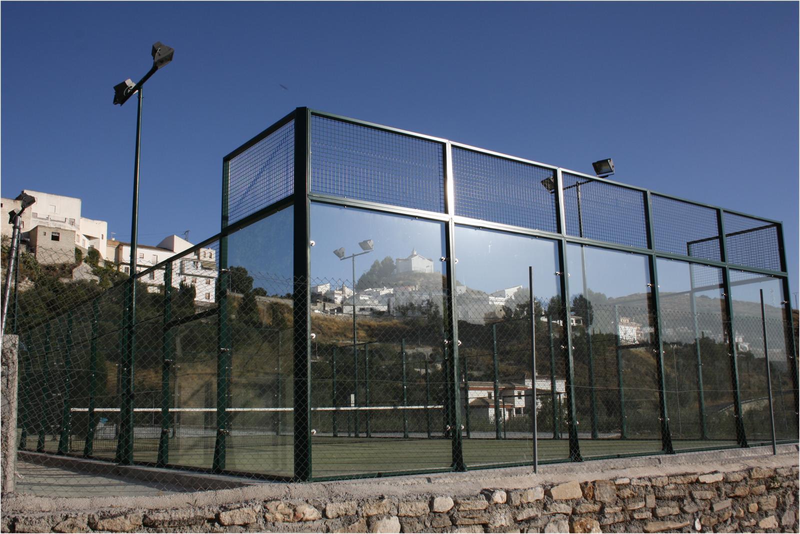 Campo de pádel de Lecrín en Murchas / Joan Vives Julines