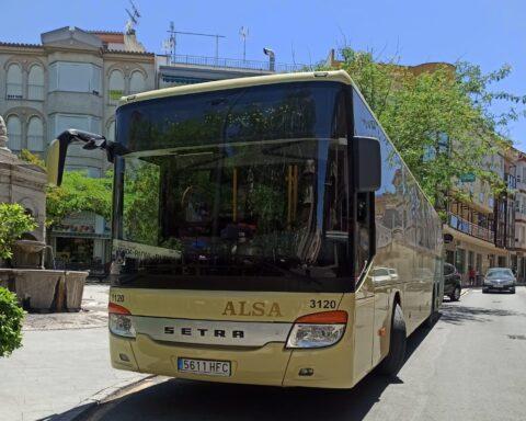 Autobús línea 360 en la Plaza de Dúrcal