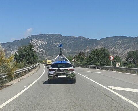 El coche de Google Maps, en la salida de la autovía de Dúrcal.