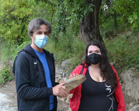 Antonio Morales y Rocío Iglesias, con el hallazgo / D. Q.