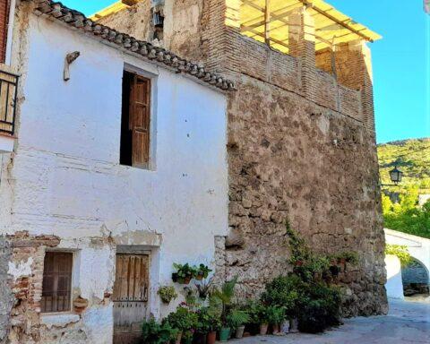 Torre del Tío Bayo y casa aledaña