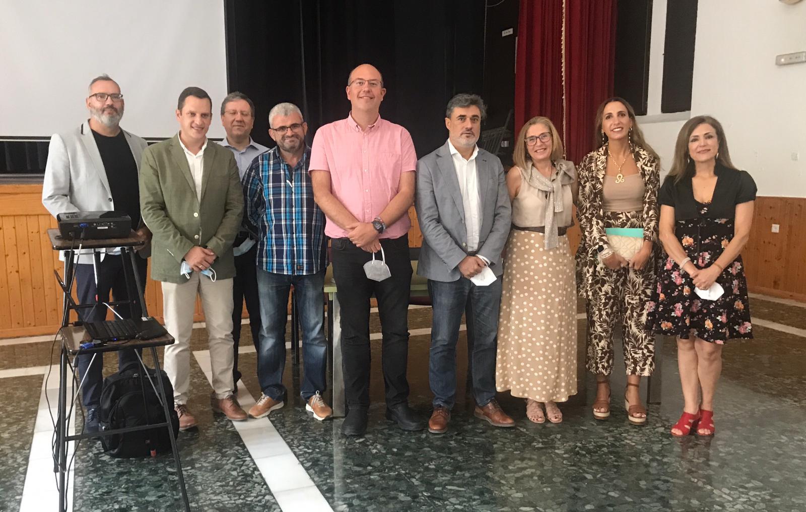 Daniel Aranda, junto a ponentes y colaborares del proyecto / E. C.